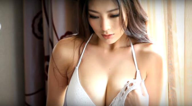 内衣美女。王李丹妮 纯白诱惑 2/2 脱网而出 [6p]