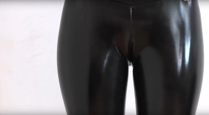 乳胶美女 [12p]。黑色乳胶紧身衣 屁股长腿尽体现