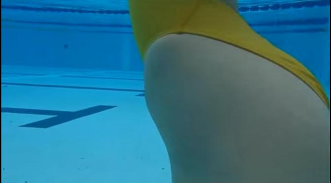 泳衣美女。水底下捉迷藏 性感競泳水着 2/2 跪下投降 [3p]