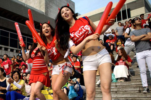 韩国美女 [11p]。足球粉丝 太极虎美女与野兽